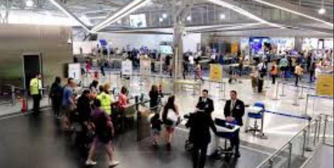 اليونان تلغى العديد من الرحلات الجوية وتناشد شركات الطيران مراجعة الحجوزات