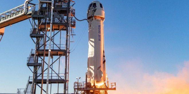 بيزوس يطلق صاروخه السياحي الفضائي لحافة غلاف الأرض في أول رحلة تجريبية