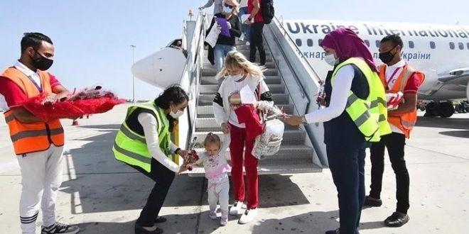 مطار مرسى علم يستقبل 3200 سائح على متن 16 رحلة طيران