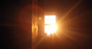 سياح العالم شاهدوا تعامد الشمس على وجه الملك رمسيس الثاني بمعبد أبو سمبل