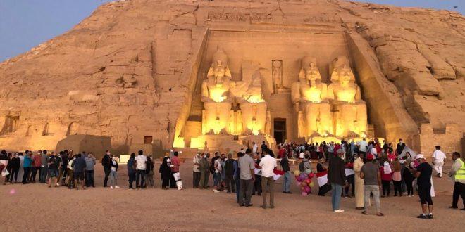 سياح العالم شاهدوا تعامد الشمس على وجه الملك رمسيس الثاني بمعبد أبو سمبل1