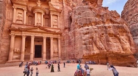 مطالبات بإيجاد حلول مالية لـ10 آلاف موظف بقطاع السياحة فى الأردن
