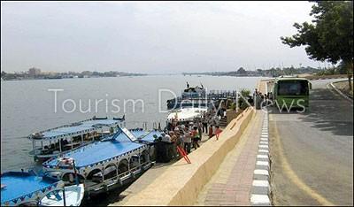 الجوع يضرب 65 أسرة من عمال مرسى وزارة السياحة بالأقصر وأبواب العناني مغلقة