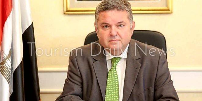وزير قطاع الأعمال العام يجتمع بممثلي اللجان النقابية بقطاع التأمين