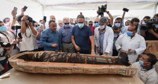 الكشف عن 59 تابوتا خشبيا بحالتهم الأولي داخل آبار للدفن بمنطقة آثار سقارة