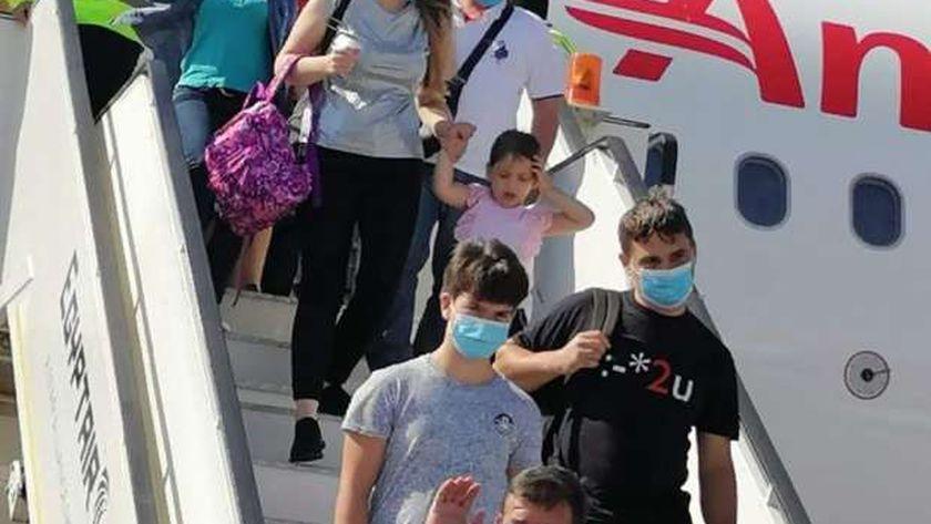 وصول أول رحلة طيران من فرنسا إلى مرسى علم على متنها 97 سائحاً 1