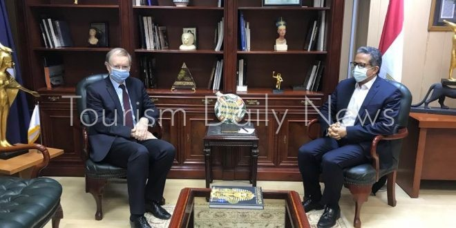 العناني يبحث مع سفير الاتحاد الأوروبي تعزيز سبل التعاون فى مجال السياحة
