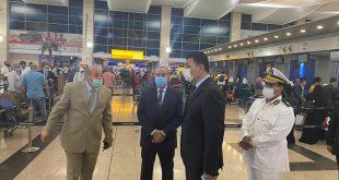 جولة تفقدية مفاجئة لوزير الطيران المدنى بمبانى الركاب فى مطار القاهرة