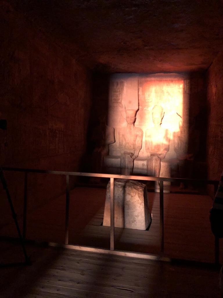 سياح العالم شاهدوا تعامد الشمس على وجه الملك رمسيس الثاني بمعبد أبو سمبل4