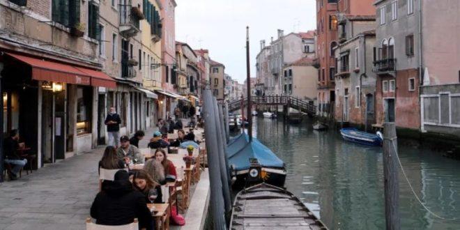 البندقية تتراجع عن فرض رسوم دخول السياح بهدف إحياء النشاط المتوقف تماماً