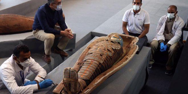 النواب تشيد بتصريحات العناني .. الاكتشافات الأثرية في سقارة تمت بأيد مصرية