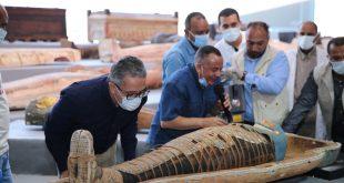 التفاصيل الكاملة لكشف سقارة الأثري .. توابيت فرعونية وصناديق وتماثيل ذهبية7
