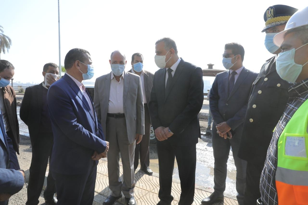 الفقي يتفقد أعمال تحسين ورفع كفاءة طريق الكورنيش الشرقي بمدينة سوهاج1