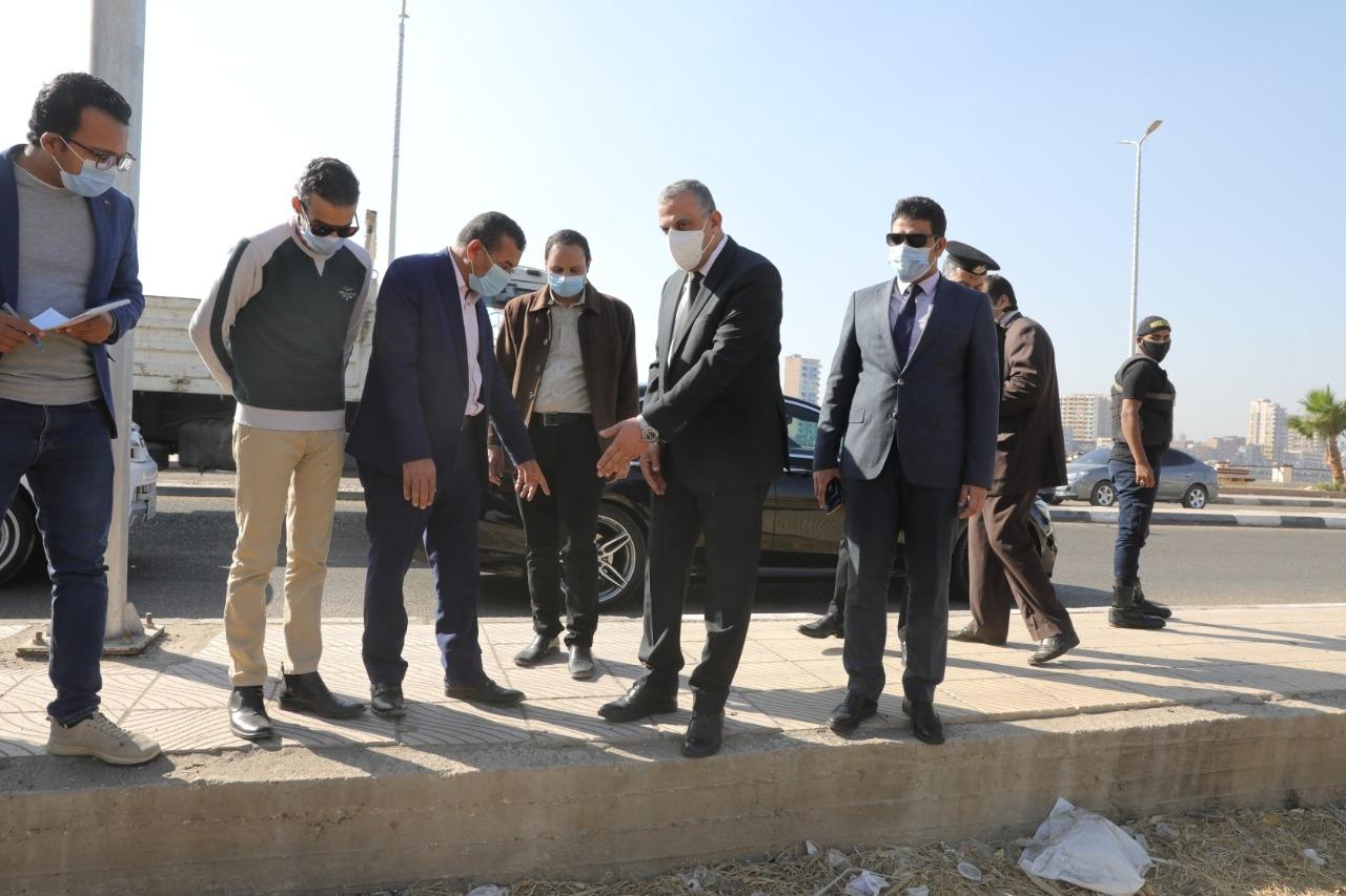الفقي يتفقد أعمال تحسين ورفع كفاءة طريق الكورنيش الشرقي بمدينة سوهاج2