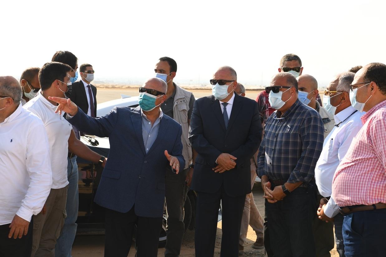 بدء المرحلة الاولي من ازدواج وتطوير طريق قنا الاقصر الصحراوي الشرقي