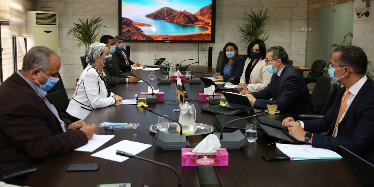 تحركات حكومية لدعم السياحة البيئية .. حملة لصيانة 90 شمندورة بشرم الشيخ
