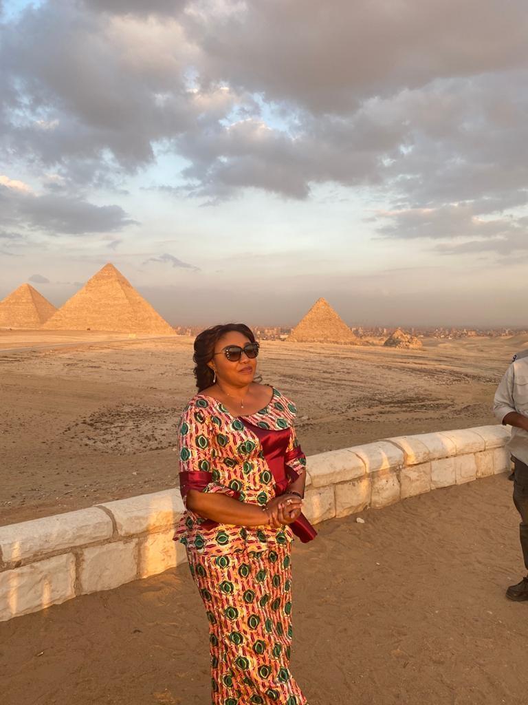 حرم رئيس الكونغو تبدى إنبهارها بقدماء المصريين خلال زيارتها للأهرامات