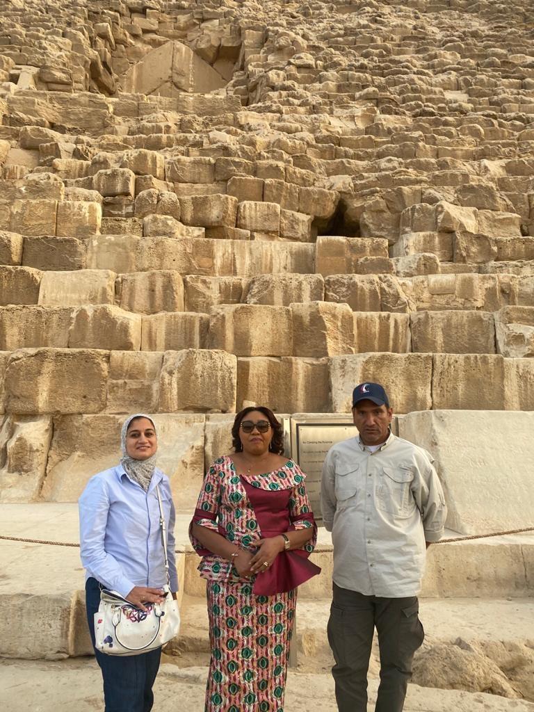 حرم رئيس الكونغو تبدى إنبهارها بقدماء المصريين خلال زيارتها للأهرامات3