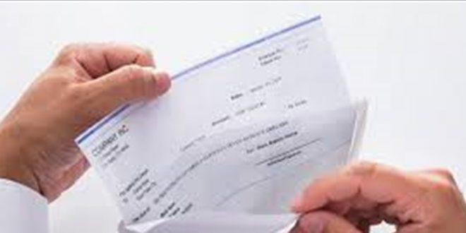 طيران الإمارات يطالب الطيارين بالحصول على إجازة لمدة عام بدون أجر