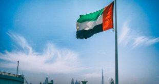الإمارات : تعطُّل العمل في أي منشأة لا يُجيز وقف أجور العمال