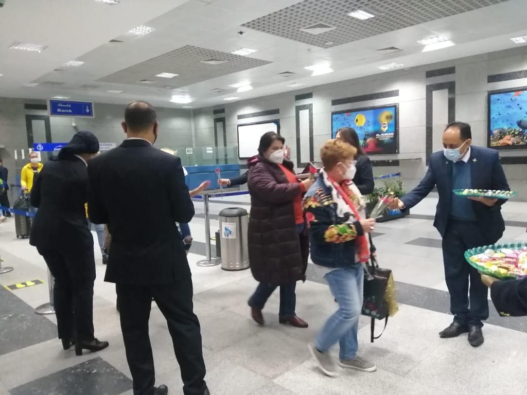 وصول أولى رحلات خط مصر للطيران الجديد بين بودابست والغردقة بـ 112 سائحاً
