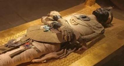 وزيري ينفى كسر رأس الملك توت عنخ آمون
