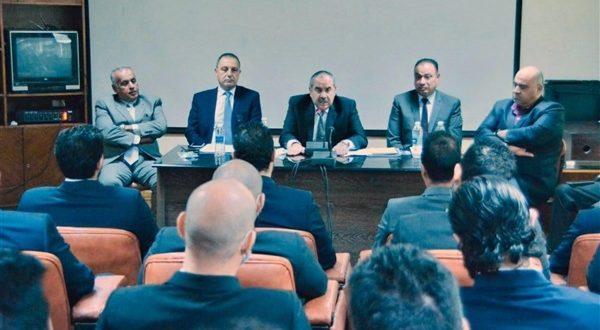 """""""منار"""" يتفقد قطاع العمليات الجوية ويلتقي بطياري مصر للطيران الجدد"""