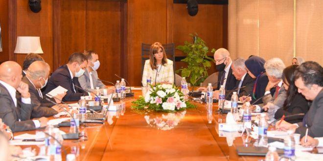 20 مسئولاً حكوميا يناقشون الإستفادة من خبرات المصريين بالخارج فى الاستثمار