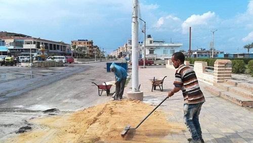 بلطيم تنظف شوارعها وتتخلص من الأتربة وتستعد للعودة كمدينة سياحية جميلة