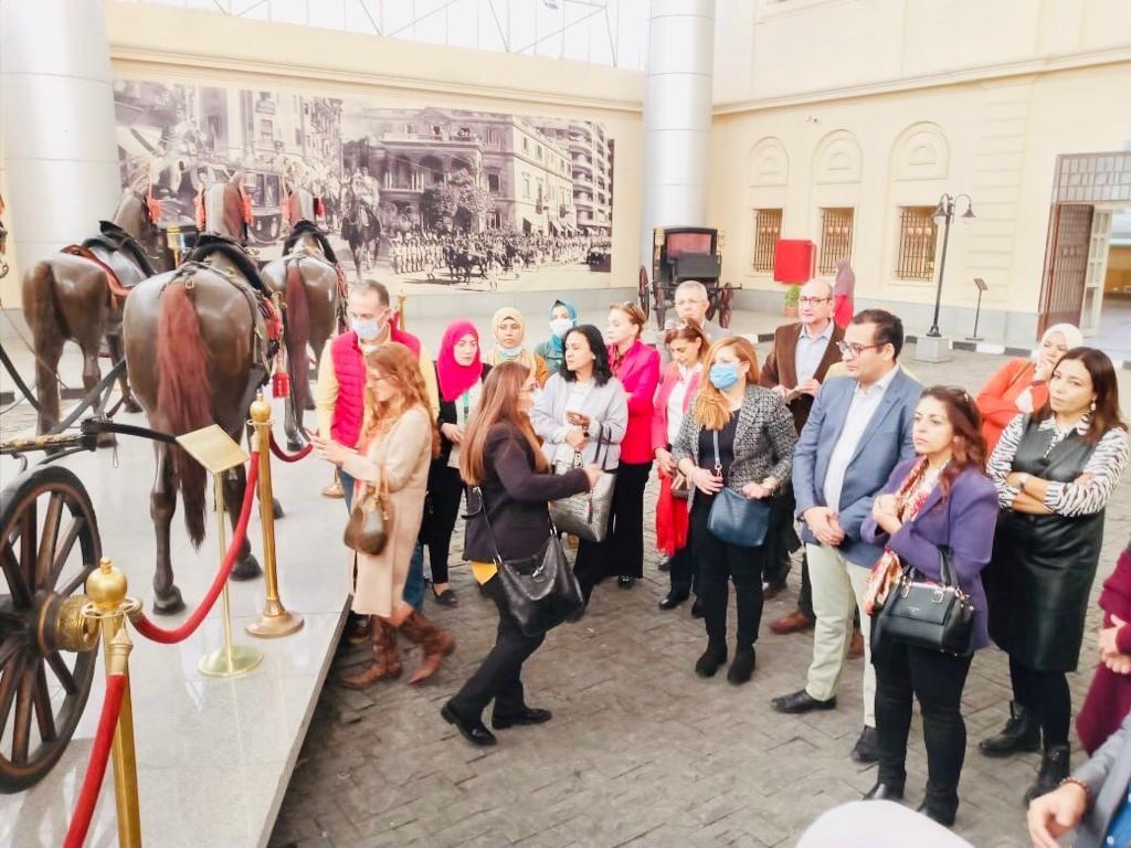 متحف المركبات الملكية ينظم محاضرة وجولة إرشادية لـ 35 مرشداً سياحياً1
