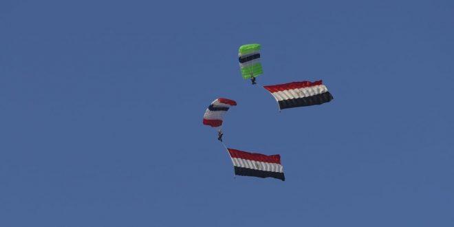 محترفون من 5 دول يقفزون بالمظلات على سفح الهرم للترويج لمعالم مصر السياحية5