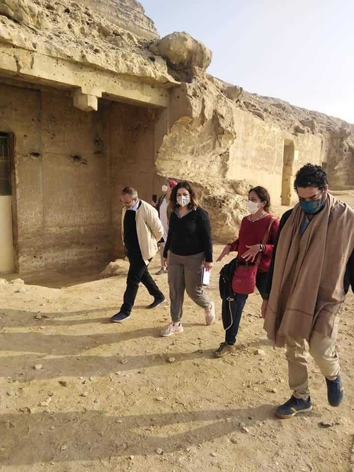 المعهد الهولندي بالقاهرة يطور خدمات منطقة بني حسن الأثرية بالمنيا السياحية