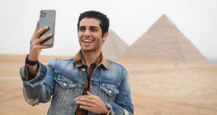 النجم المصري العالمي مينا مسعود ينشر فيديو عن مغامرته داخل الهرم الأكبر