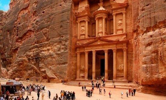 دراسة تطالب بتقديم تسهيلات لوقف انهيار القطاع السياحي فى الأردن