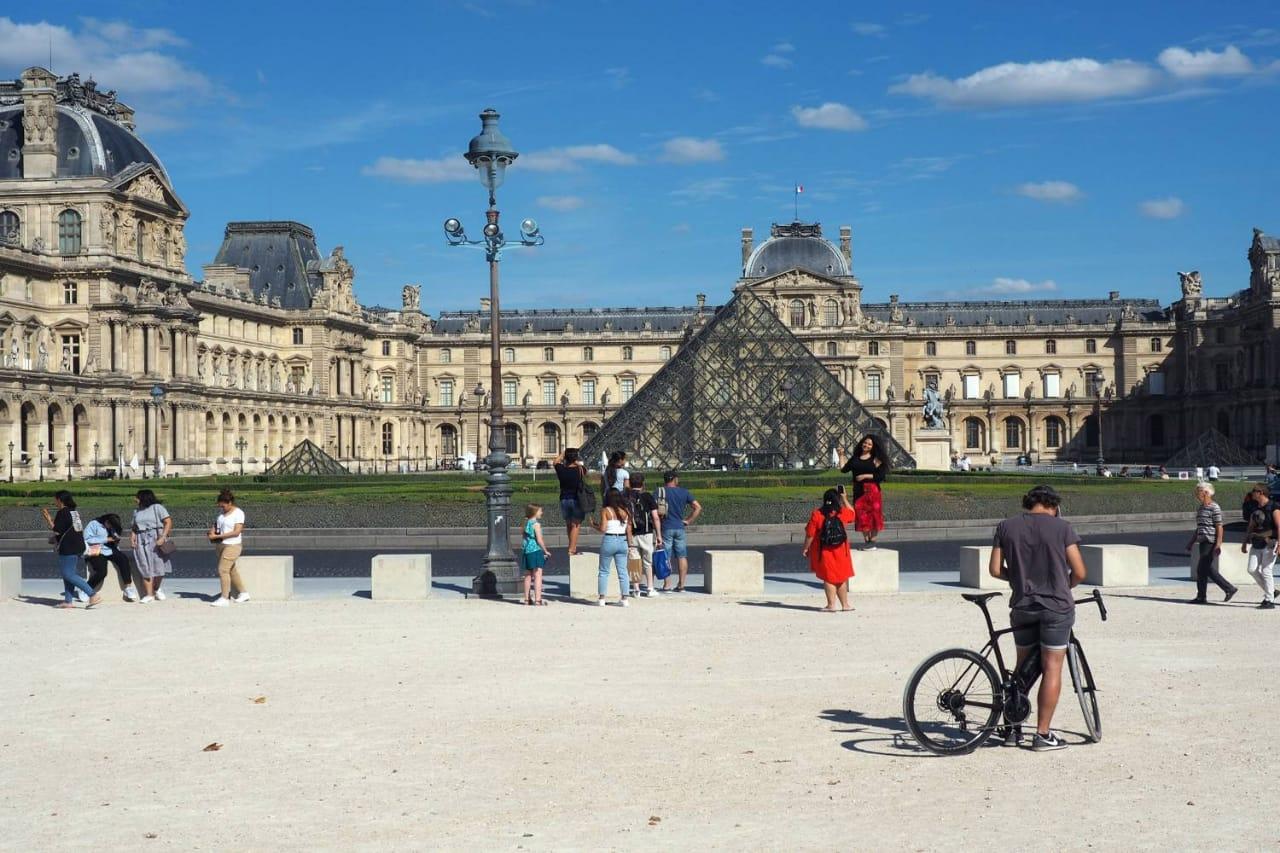 سكان باريس .. بلدنا أحلى بلا طوابير ولا زحمة سياح إنه حقا وقت جيد للاستمتاع1