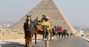 خبراء : مبادرات الحكومة لإنقاذ السياحة مسكنات ولا تستطيع وقف خسائر القطاع