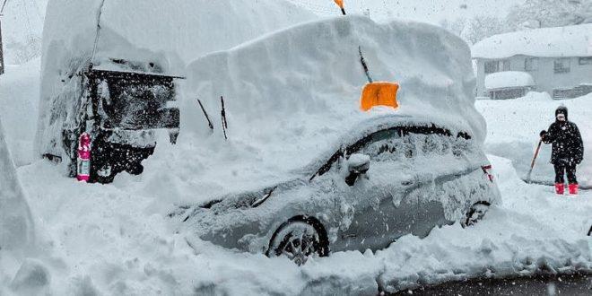 عاصفة ثلجية تلغى 100 رحلة جوية فى اليابان