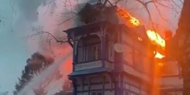 اندلاع حريق ضخم بفندق .. والنيران تحاصر السياح الروس فى بواني مشانجاني