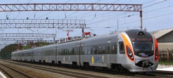 رئيس الوزراء : خدمة متطورة للسكك الحديدية توريد 250 جرارا و1300 عربة ركاب