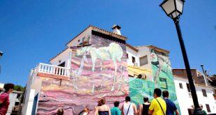 إسبانيا تستعين بمنازل مشاهير الفن لإنعاش السياحة