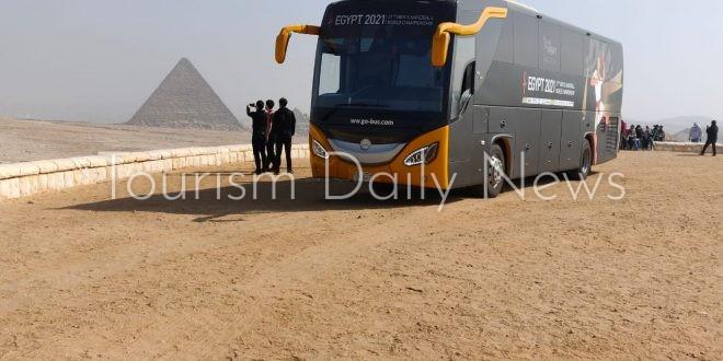 المنتخب الياباني لكرة اليد يروج للسياحة المصرية من الأهرامات