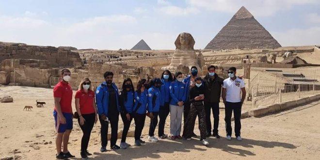 جولة سياحية بالأهرامات لبعثتي التشيك والهند على هامش كأس العالم للرماية