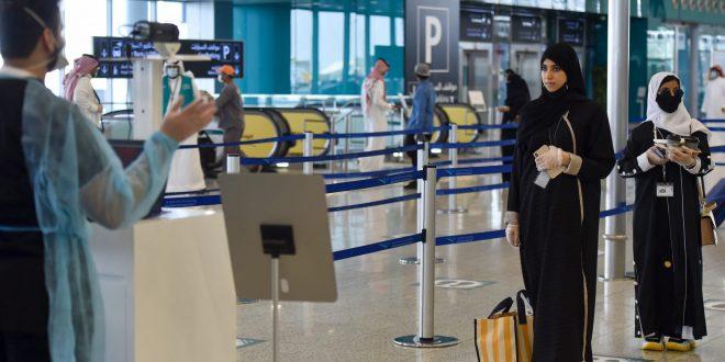 السعودية تغلق مجالها الجوي والدخول لأراضيها إلا لفئات معينة