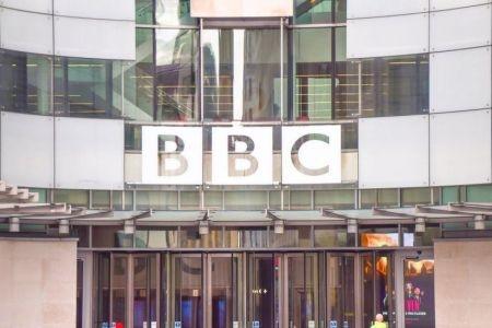 الصين تحظر بي بي سي بسبب تقارير حول الإيغور رغم بثها في الفنادق فقط