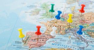 المفوضية الأوروبية .. إقرار التطعيم ضد فيروس كورونا طوق النجاة لموسم السياحة
