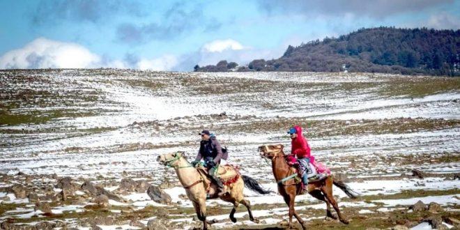 ركود حاد في السياحة الجبلية بالمغرب .. أجواء الثلج تغري الشباب في أورونا