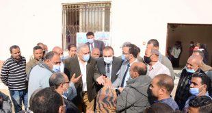 وفد وزارة التخطيط يواصل جولاته بمحافظة المنيا لمتابعة تطوير القرى والمنازل