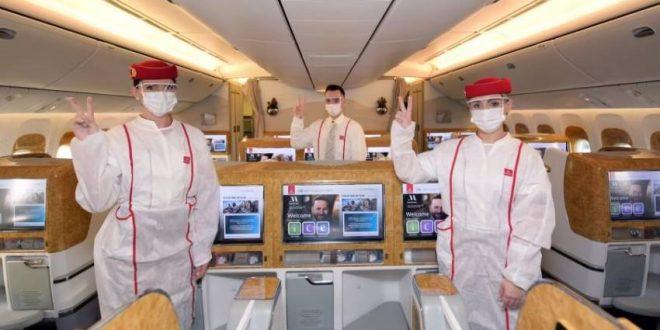 """""""طيران الإمارات"""" تشغل أول رحلة تخدمها فرق ملقحة بالكامل ضد"""