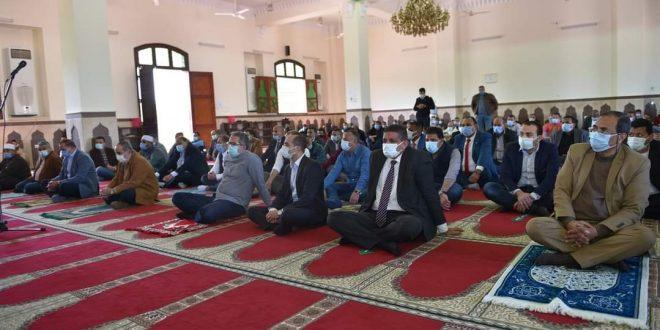 العناني ومنار يصليان الجمعة بمسجد بجامعة سوهاج والخطبة عن حسن الخلق