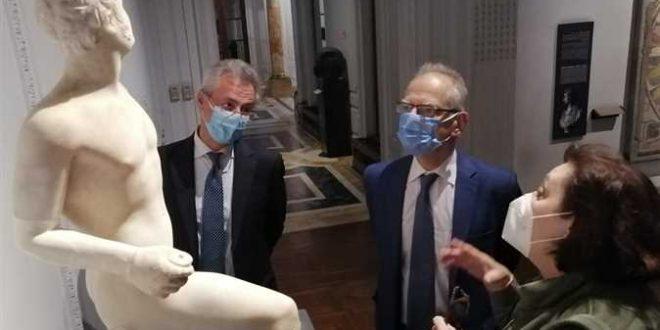السفير اليوناني بالقاهرة يزور المتحف القومي في الإسكندرية